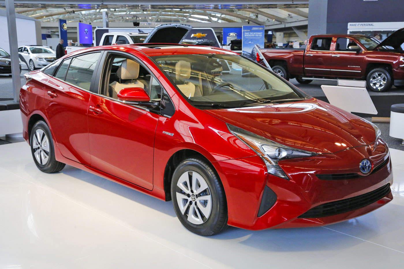 consumer reports declare toyota prius 2016 as most fuel efficient hybrid car. Black Bedroom Furniture Sets. Home Design Ideas